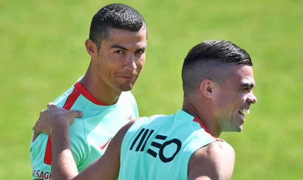 photo 1 1564723750319104029601 - Ronaldo cao hứng bán lỗ biệt thự cho Pepe