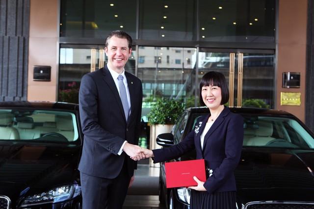photo 1 156473452617742646535 - Jaguar Việt Nam chính thức bàn giao lô xe cao cấp cho Intercontinental Hanoi Landmark72